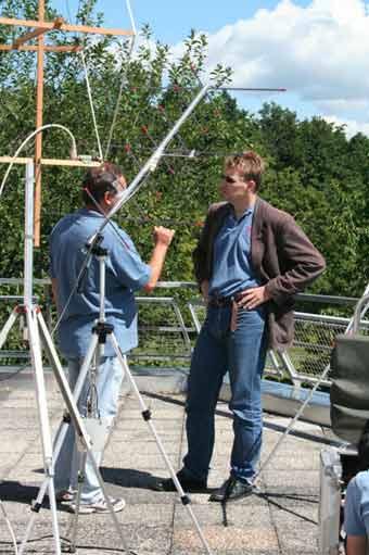 Michael Taraba und Norbert Frischauf im Antennenwald