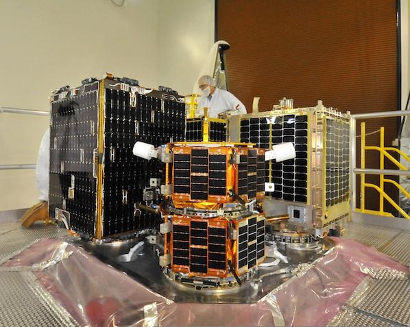 satelliten; Credit: Lou Hernandez Usaf