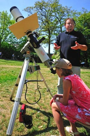 Beobachtung mit Sonnenfilter; Credit: Peter Schrammm