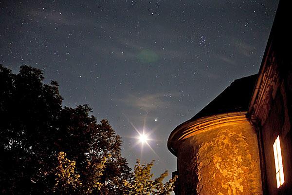 Mondaufgang, mit Jupiter und Plejaden; Credit: Gerwin Sturm